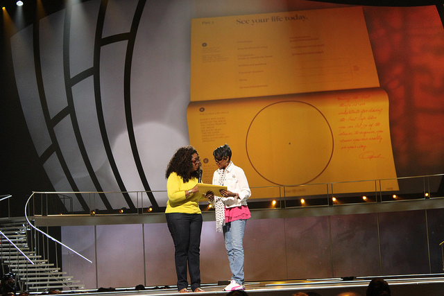 Oprah Winfrey talks to Sandy Lee of LeGrange, Ga.  Photo by Sonya Boatwright